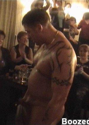 В свингерском клубе любят заводить новые связи интимные красотки - фото 16