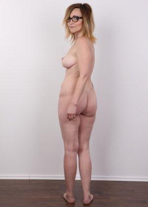 Опытная дамочка решает принять участие в чешском кастинге и показывает свое немолодое тело - фото 12