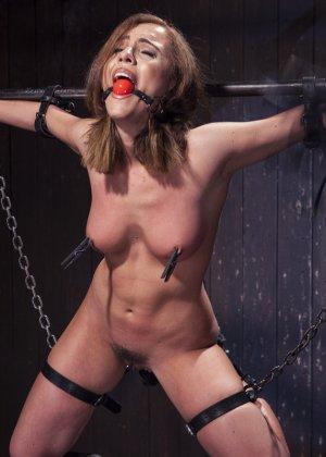 Роксанна проходит через множество испытаний, которые ей устраивает развратный мужчина - фото 7