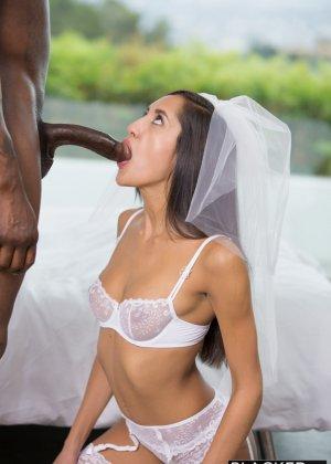 Сексапильная невеста ненадолго отлучилась с торжества, чтобы трахнуться с лучшим другом жениха, ведь у него офигенный хер - фото 4