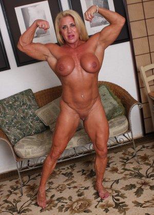 Женщина-бодибилдерша очень напоминает внешне мужчину, но всё же ее нутро говорит о женственности - фото 21