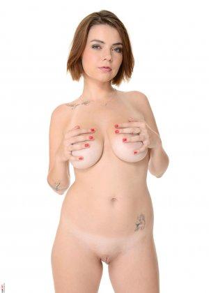 Марина Висконти захотела сняться в обнаженном виде, чтобы со стороны увидеть, как она сексуальна - фото 12
