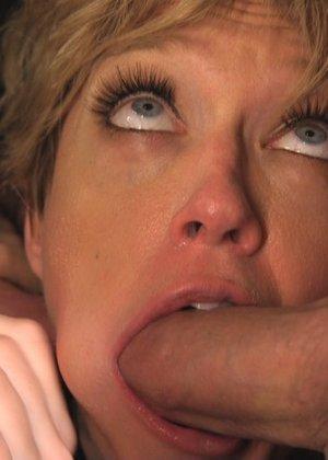 Развратная дамочка готова на многое ради получения удовольствия – даже принять несколько мужчин сразу - фото 3