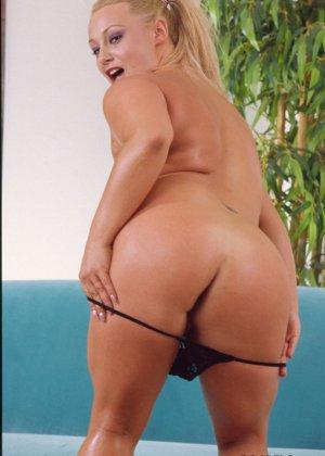 Никита Дивайн показывает свое тело и дает рассмотреть свою пизденку с пирсингом - фото 8