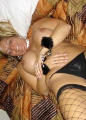 Пышная блондинка разрешает снимать себя во время минета и показывает себя всю полностью - фото 6