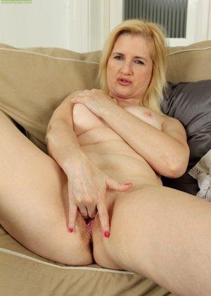 Ким Бросли – опытная женщина, которая знает, как довести себя до оргазма, что она и доказывает перед камерой - фото 14