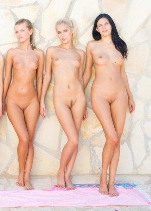 Лесбиянки совсем сорвались с катушек – устроили фото сессию, которая переросла в красивый лесби секс - фото 15