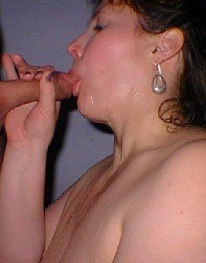 Маруха с большими дойками сосет хуй своему клиенту с большим аппетитом - фото 5- фото 5- фото 5