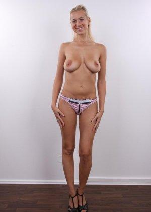 В чешском кастинге сексуальная блондинка принимает участие для того, чтобы показать себя со всех сторон - фото 5