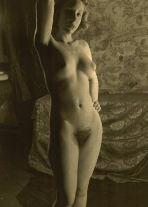 Очень старые фотографии показывают обнаженное тело женщины, которая не знала о существовании бритвы - фото 7