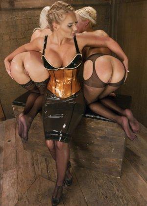 Сногсшибательным блондинкам Райли, Кэйт и Мари подавай растянутые попки для шикарного отлиза - фото 5