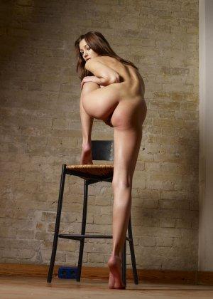 Красивые модели с классными фигурами показывают свои нежные попки - фото 22