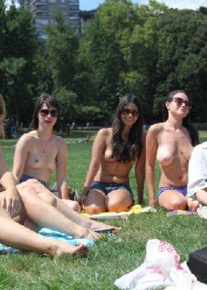 Группа студенток после универа сделали несколько эротических кадров - фото 4