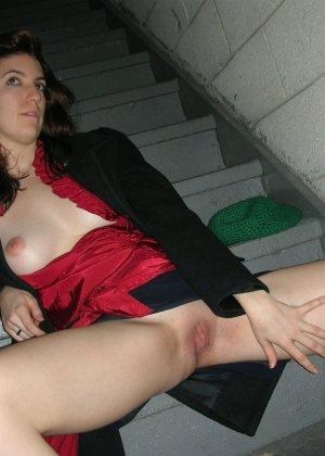 Эти развратные и похотливые представительницы слабого пола показывают дырки - фото 12