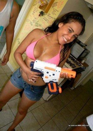 Сексуальные пьяные латинки не прочь развлечься, они уже не хозяйки своим пездам - фото 11