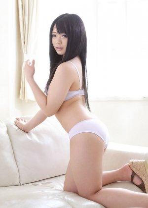 Молодая азиатка дебютировала в своем первом порно видео - фото 7