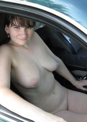 Сексуальная жена хорошенько отдыхает без одежды - фото 31