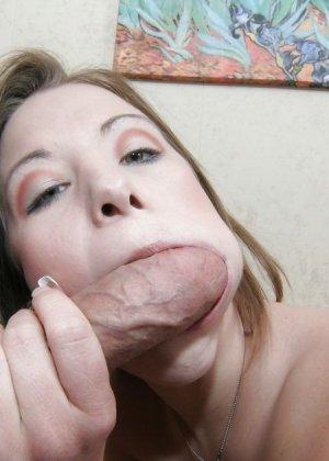 Девушка с большой глоткой в первый раз занимается анальным сексом - фото 7
