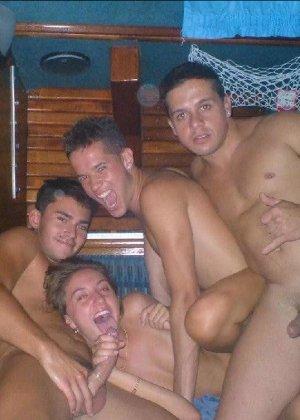 Фотосет девущек сосущих большие члены у своих мужей и друзей - фото 38- фото 38- фото 38