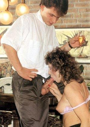 В этой галерее можно увидеть, что мода на анальный секс пошла уже давно – парочка занимается этим увлеченно - фото 4