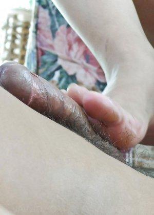 Сексуальная девушка с Японии облизывает яйца и глоотает сперму - фото 6