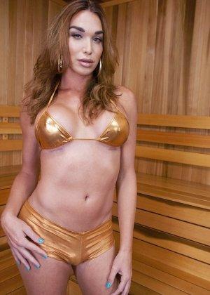 Джонелль Брукс – транссексуал, который оказывается в сауне с девушкой и они устраивают мощный трах - фото 2