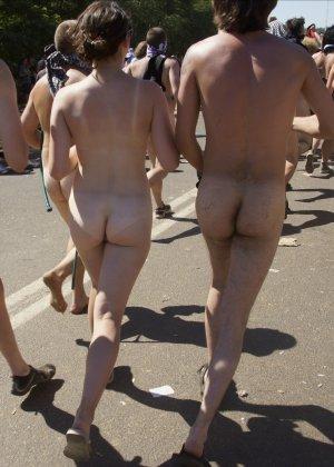 Подборка фото нудистов на пляже с голыми телами, попами и сиськами - фото 8