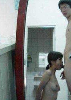 Телки в Азии обожают делать минет своим небритым парням с короткими хуями - фото 11