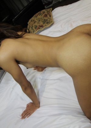 Большой пенис проникает в узенькую вагинальную дырочку азиатской шмары - фото 15