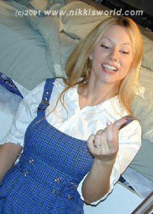 Блондинка балуется с горячей спермой которая осталась у нее на лице - фото 9