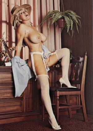 Ретро снимки понравятся тем, кто любит большие буфера и захочет рассмотреть опытную дамочку - фото 12