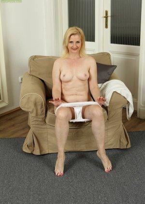 Ким Бросли – опытная женщина, которая знает, как довести себя до оргазма, что она и доказывает перед камерой - фото 8