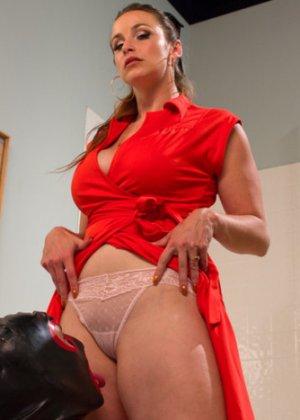 БДСМ – это часть жизни этой привлекательной самки Беллы Роуз с влажной промежностью - фото 15