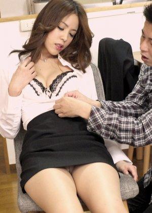 Японские студенты после учебы с большим удовольствием трахаются на полу - фото 4