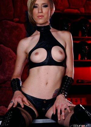 Майя Дэвис обличается в сексуальный наряд и показывает свое красивое тело всем мужчинам - фото 8