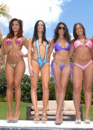 Сексуальные девушки готовы на все, чтобы победить в конкурсе бикини - фото 4