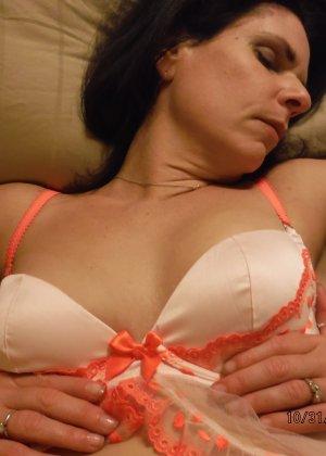 Зрелая королева с мохнатой пиздой красиво валяется на кровати - фото 12- фото 12- фото 12
