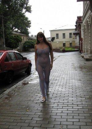 Сексуальная жена хорошенько отдыхает без одежды - фото 38