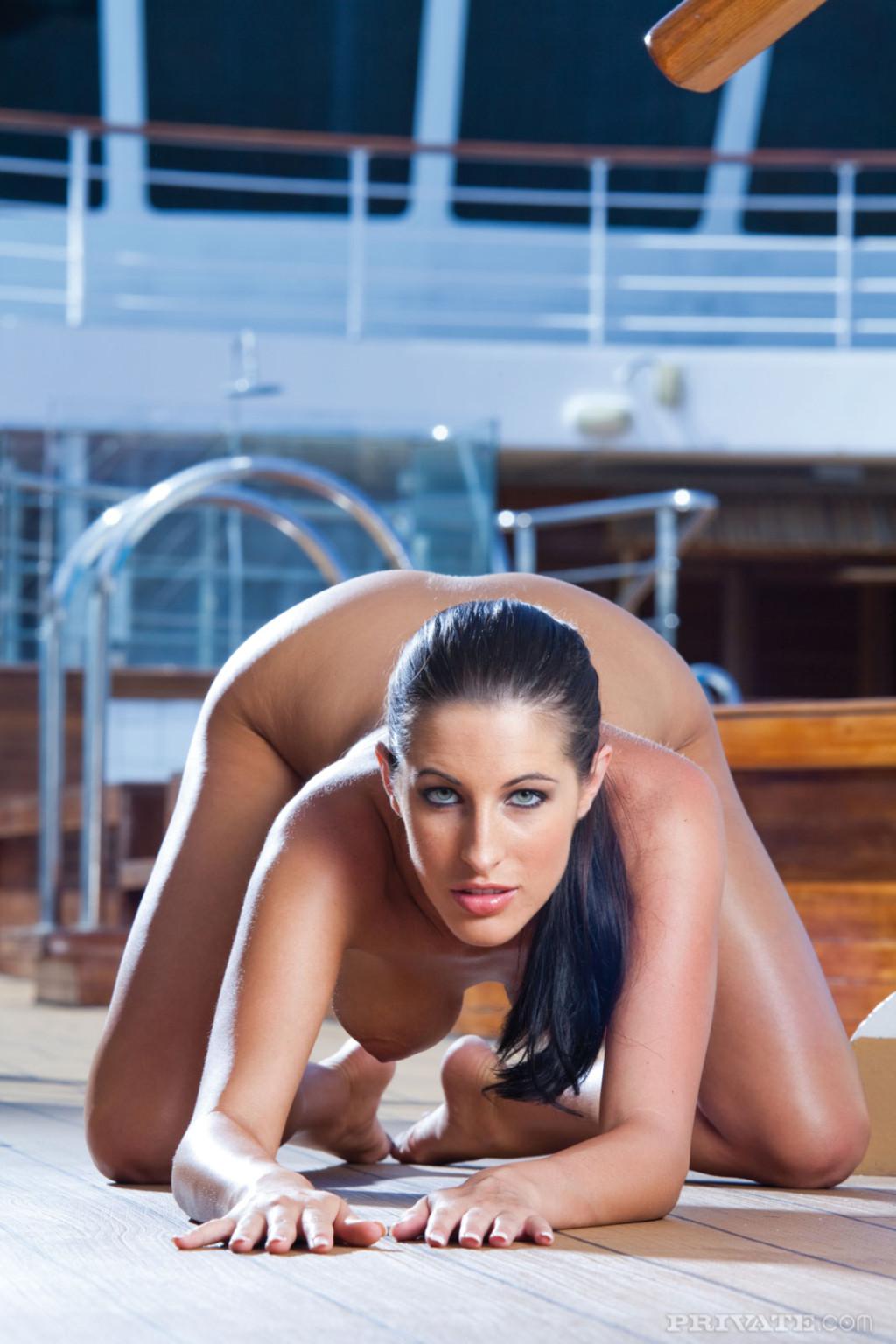 Ебля длинноногой Кортни на яхте