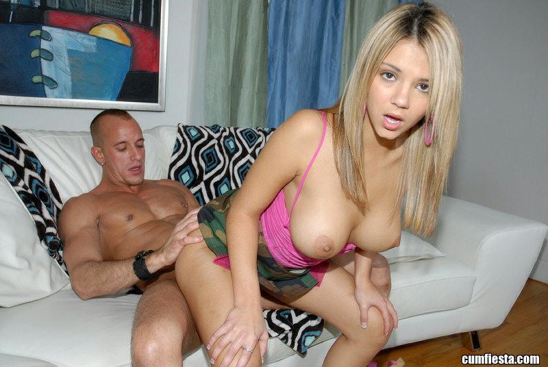 Нежный секс с хорошенькой блондинкой