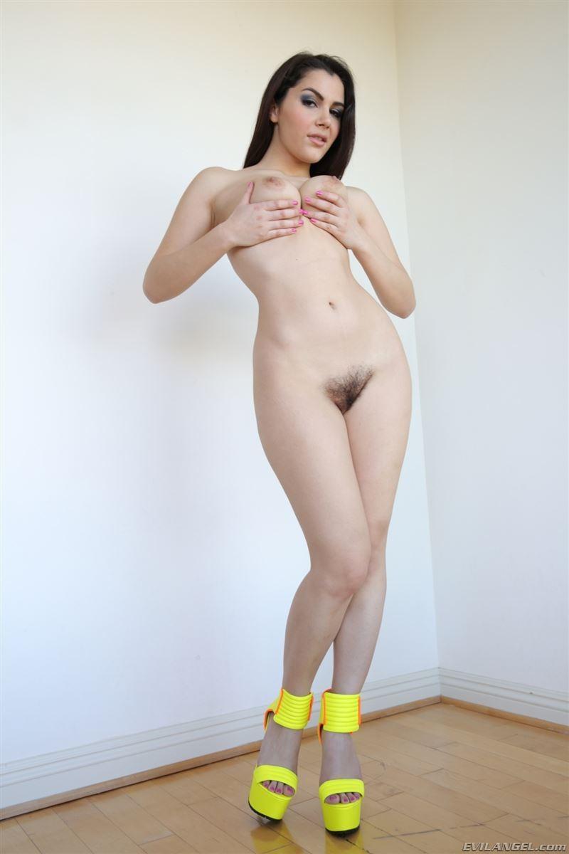 Сексуальная итальянка модель порно