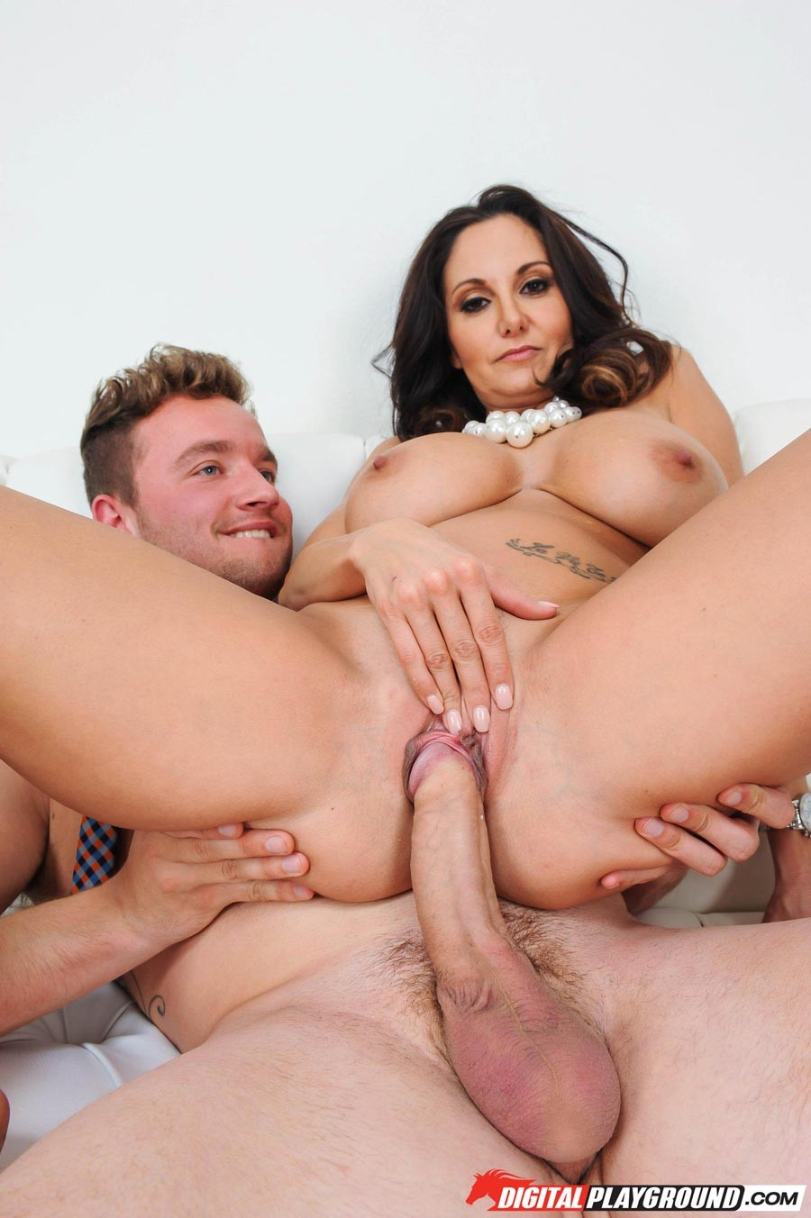 besplatnoe-porno-s-avoy-adams