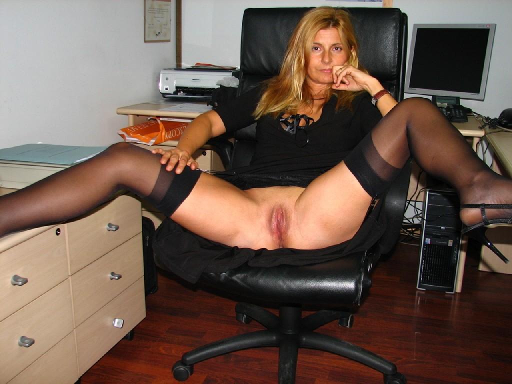 Жены встречают своих мужей с работы, готовыми к сексуальным утехам