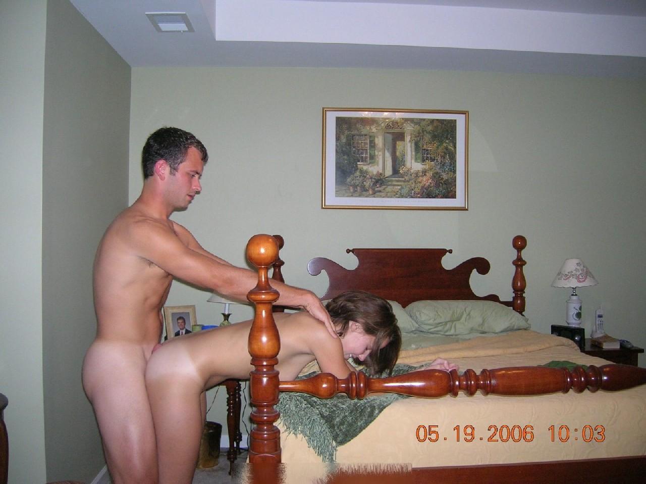 Парочка решила побаловать себя на праздники эротическими снимками
