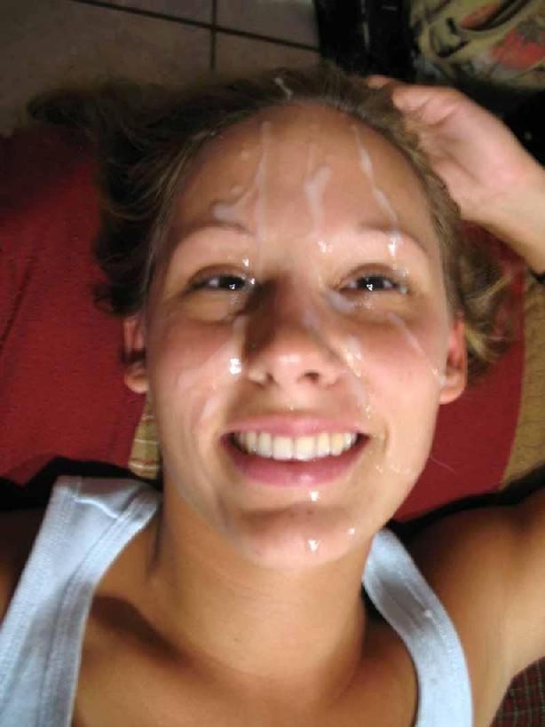 Деваха обожает сперму у себя на лице после бурного секса
