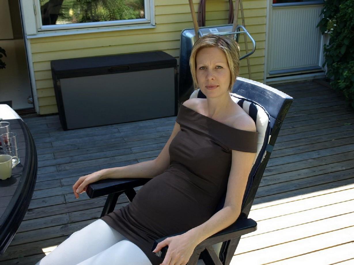 Фотографировал свою беременную жену в разных местах