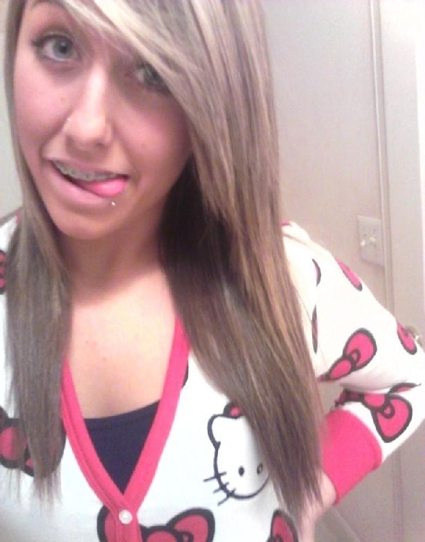 Девятнадцатилетняя блондинка с маленькими сиськами и розовыми губами