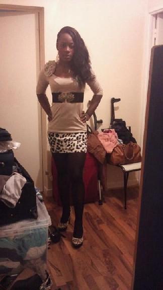 Черная дамочка решила сфоткаться перед выходом на вечеринку