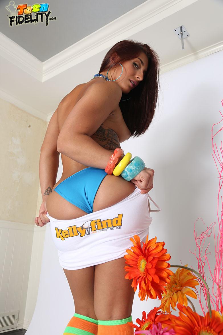 Голая с большой попкой в бикини