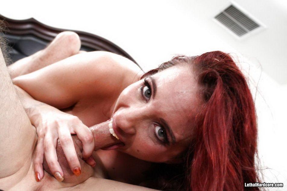 Анальный секс с рыжей Келли Дивайн